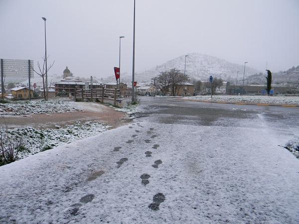 Inizia a venir giù della gran neve.