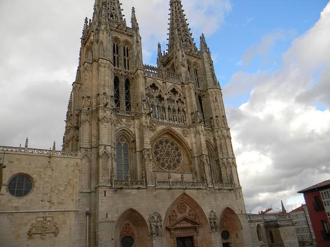 Nel pomeriggio il tempo si è calmato, e siamo riusciti anche a trovare qualcosa di bello in questa città. Nella foto, la Cattedrale di Burgos.